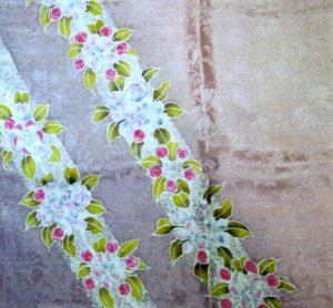 りんごの花 草木染ろうけつスカーフ